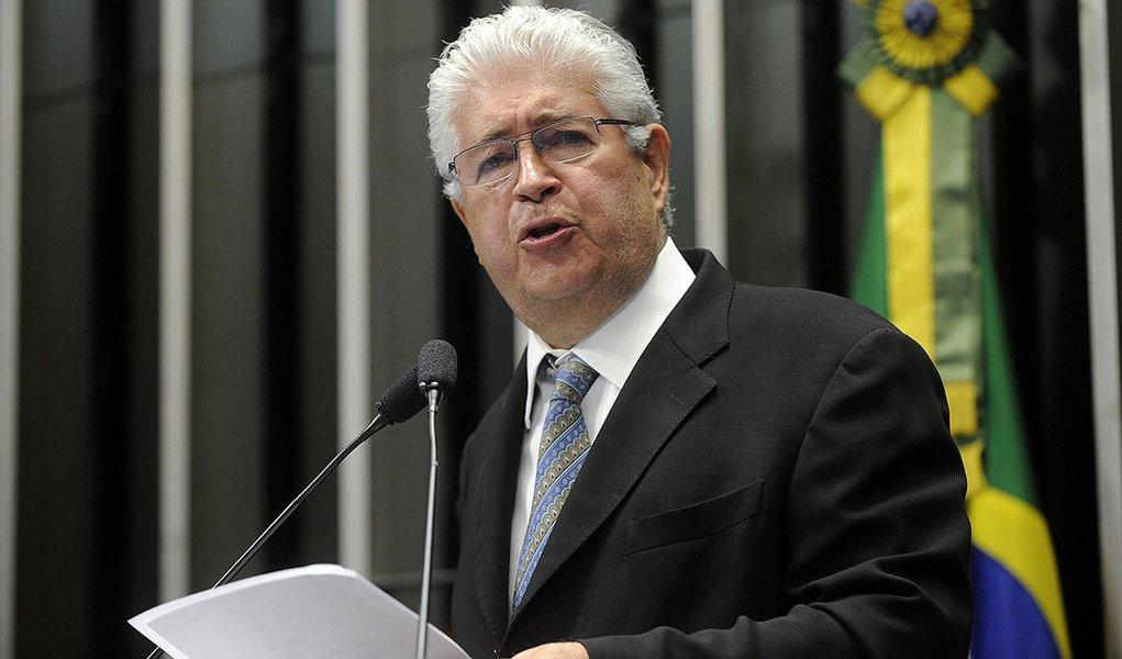 Plenário do Senado durante Sessão deliberativa ordinária.  Em discurso, senador Roberto Requião (PMDB-PR)  Foto: Moreira Mariz/Agência Senado