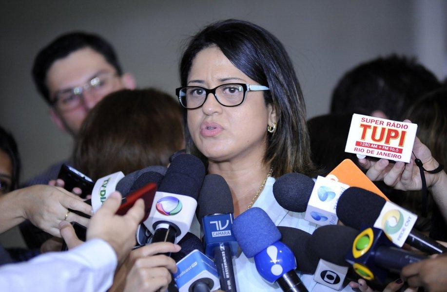 Entrevista com Mary Rosa (Ex-Contadora do Doleiro Alberto Youssef)