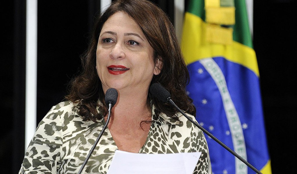 Senadora Kátia Abreu (PMDB-TO) cobra regras claras na regulamentação da Emenda Constitucional 81, que estabelece a desapropriação, sem qualquer indenização, de imóveis de pessoas e empresas nos quais haja exploração do trabalho escravo