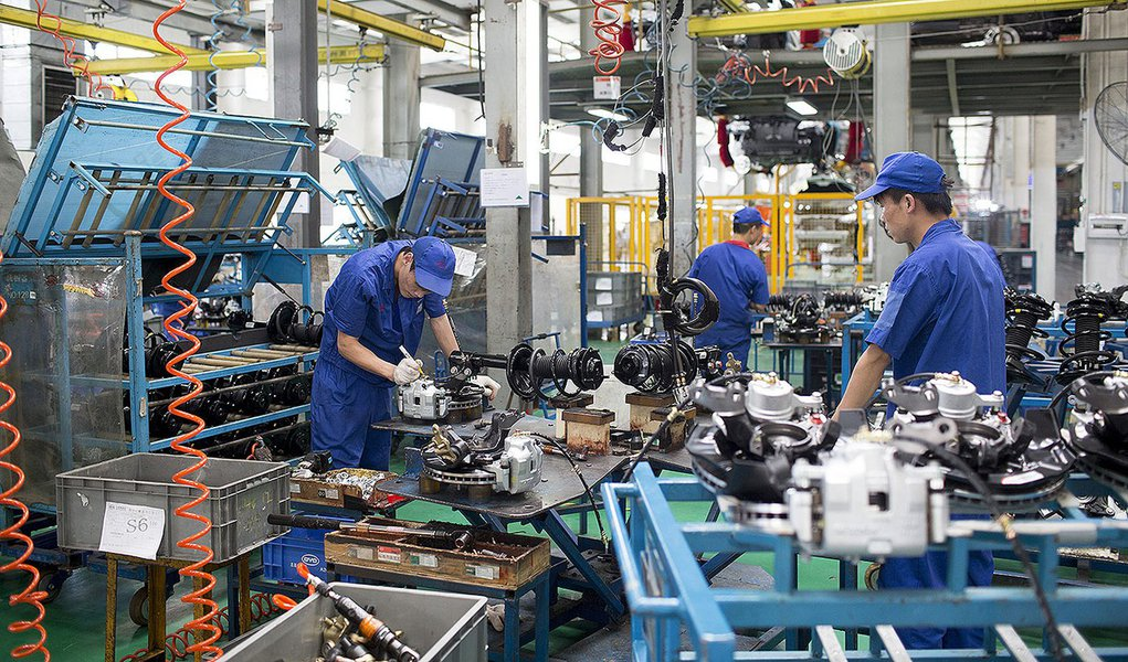 Employees assemble brake pads for BYD Co. S6 sport-utility vehicles (SUV) at the company's assembly plant in the Pingshan district of Shenzhen, China, on Tuesday, Aug. 5, 2014. Net debt for BYD Co., the electric automaker partially owned by Warren Buffett