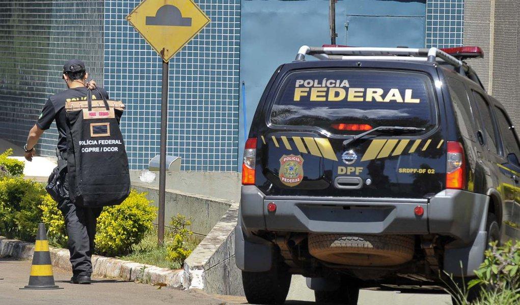 Brasília - A Polícia Federal (PF) prendeu, na manhã de hoje (29), pelo menos 20 pessoas, durante a Operação Monte Carlo, que desmontou uma quadrilha que explorava máquinas caça-níqueis e pagava propina para agentes públicos de segurança. Entre os presos e