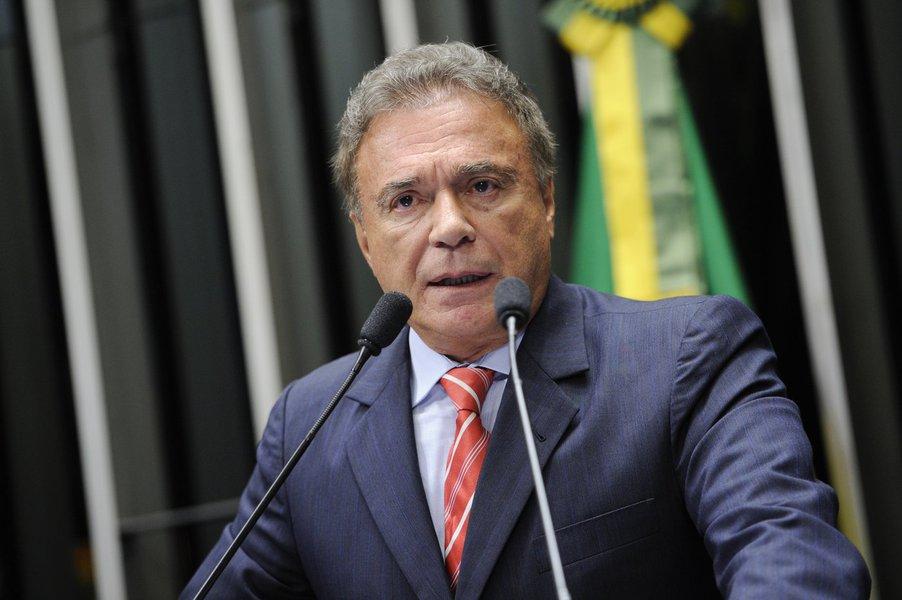 Senador Alvaro Dias (PSDB-PR) afirma que parlamentares do PT contam com a falta de memória do povo quando afirmam que o partido salvou o Plano Real