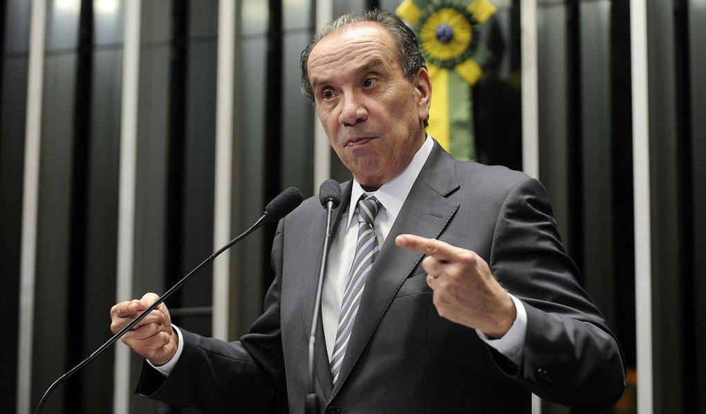 Senador Aloysio Nunes Ferreira (PSDB-SP) defende mais tempo para aperfeiçoar o projeto do Marco Civil da Internet (PLC 21/2014)