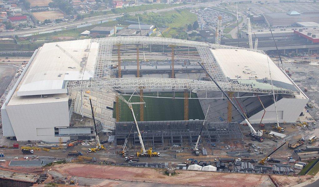 Assunto: vista aérea do estádio Arena Corinthians no bairro de Itaquera local: São Paulo-SP data: 03/2014 autor: Mauricio Simonetti