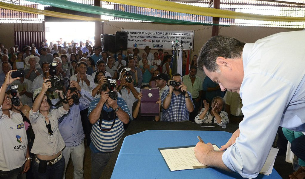 Governador Entrega benefícios em Piracanjuba. Na foto governador Marconi Perillo. Fotos Rodrigo Cabral