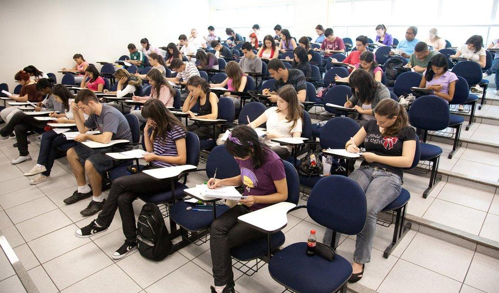 SÃO PAULO, BRASIL, 29-08-2010, Alunos do COC Paraíso fazem simulado do ENEM. (foto: Carlos Cecconello/FOVEST)4950***EXCLUSIVO  FOLHA***