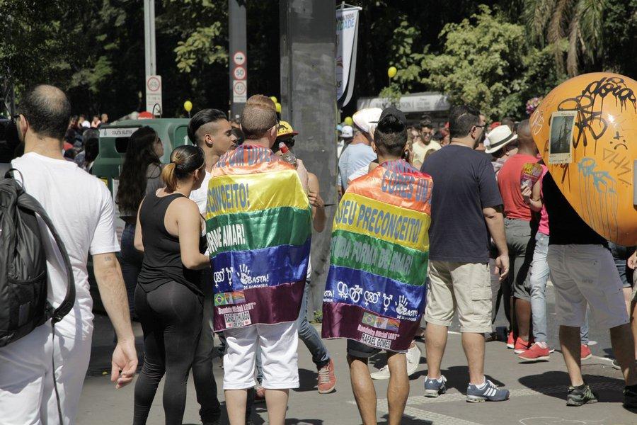 São Paulo- SP, 04/05/2014- Milhares de pessoas participam da 18ª edição da Parada do Orgulho LGBT, que acontece na avenida Paulista.