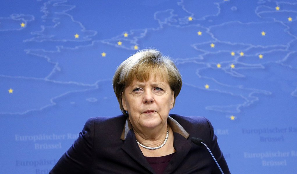 Germany's Chancellor Angela Merkel addresses a news conference at the end of a European Union leaders summit in Brussels December 20, 2013.  REUTERS/Francois Lenoir (BELGIUM - Tags: POLITICS)