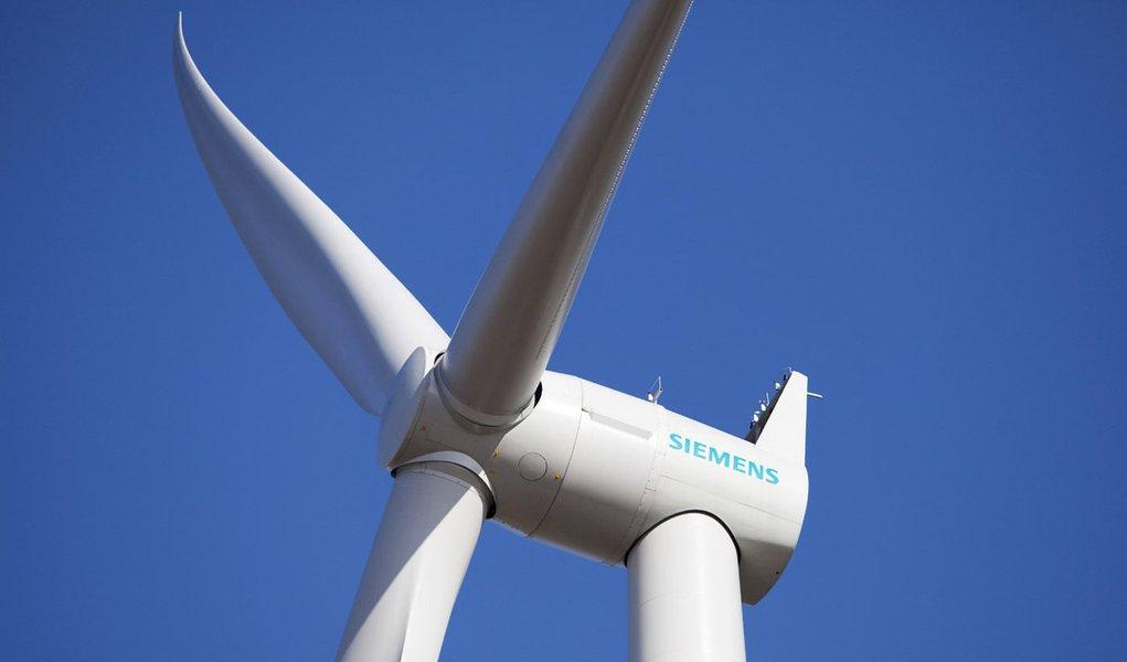 Das Foto zeigt die neue SWT-3.0-101 DD Windturbine. Eine Leistung von 3 Megawatt (MW) und einen Rotordurchmesser von 101 Metern zeichnen den neuen Prototyp der neu entwickelten getriebelosen Windenergieanlage aus.   The picture shows the new SWT-3.0-101