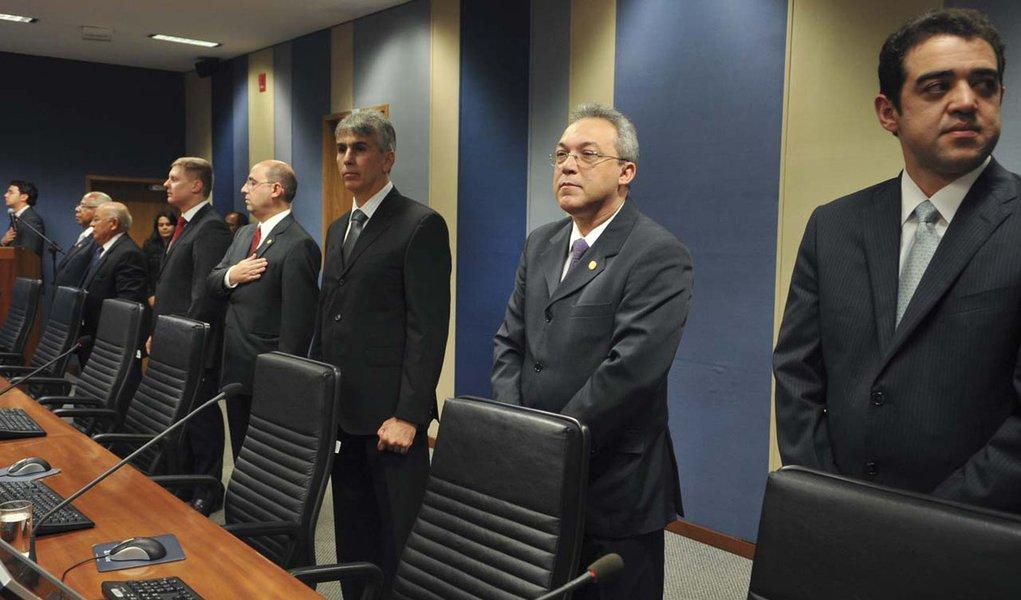 Brasília - O presidente do CNJ e do Supremo Tribunal Federal, ministro Cezar Peluso, durante sessão solene do Conselho Nacional de Justiça (CNJ), em homenagem aos 12 conselheiros que tomaram posse neste mês de agosto, para o mandato de dois anos
