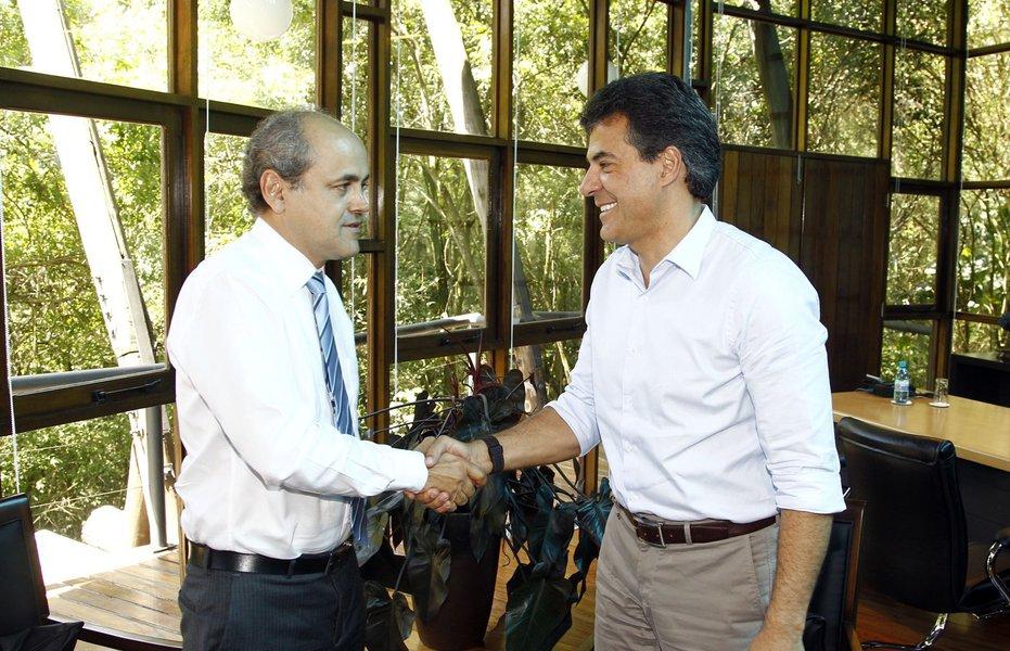 governador beto richa recebe o prefeito eleito gustavo fruet.
