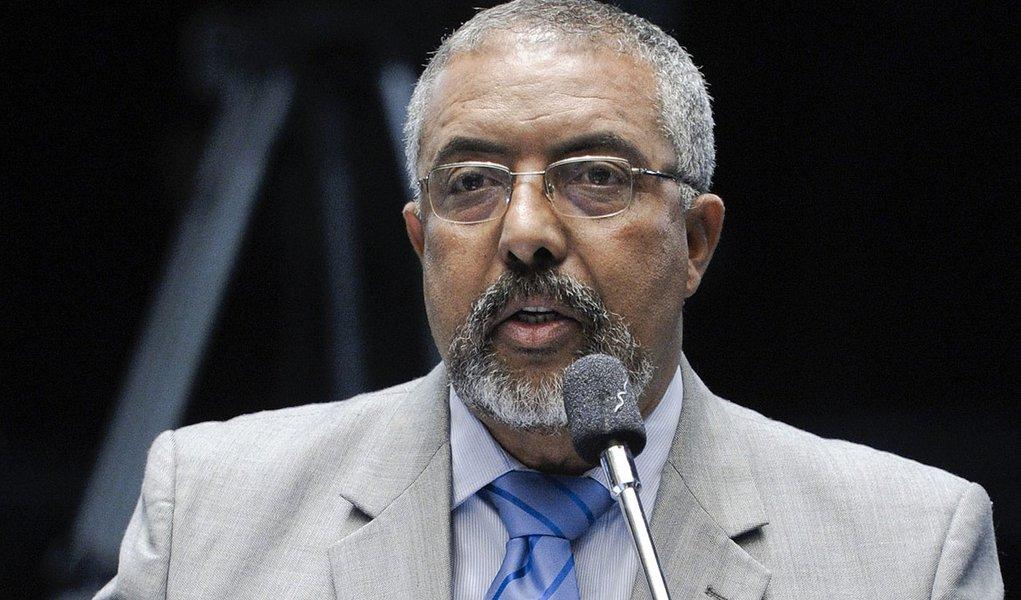 Vítima de câncer, morre em São Paulo o ex-senador Sérgio Guerra  Faleceu nesta manhã, em São Paulo, aos 66 anos, o deputado federal e ex-senador Sérgio Guerra (PSDB-PE). Ele lutava contra um câncer de pulmão e faleceu no Hospital Sírio Libanês, onde est