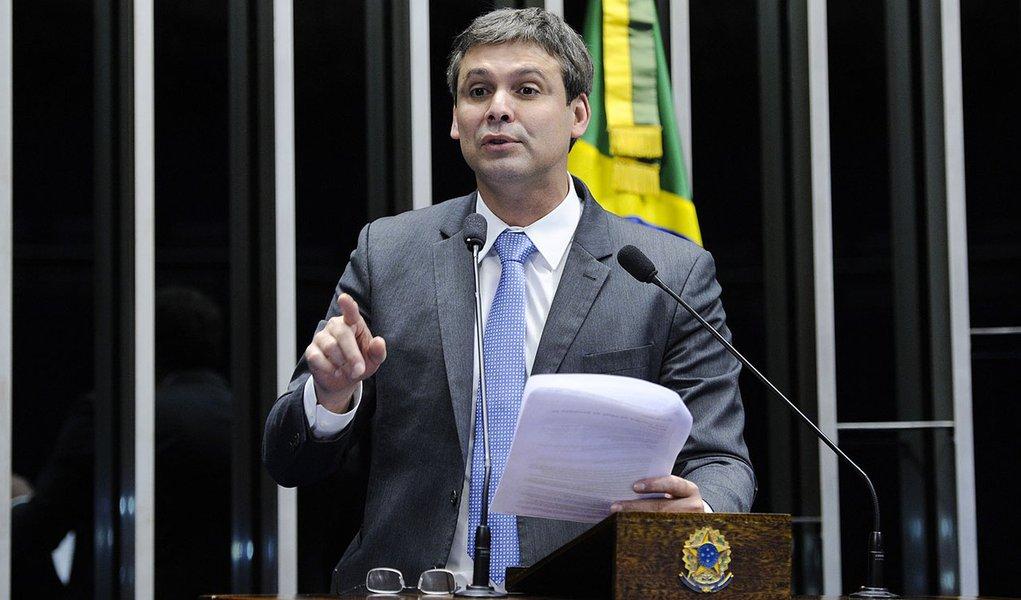 Senador Lindbergh Farias (PT-RJ) quer que Brasil lidere debate sobre direitos humanos e privacidade