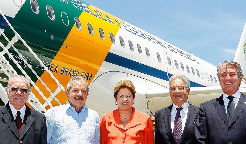Rio de Janeiro - RJ, 09/12/2013. Presidenta Dilma Rousseff durante partida para África do Sul. Foto: Roberto Stuckert Filho/PR
