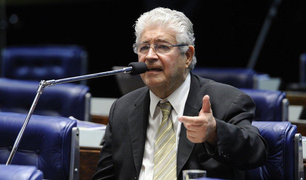 Em aparte, o senador Roberto Requião (PMDB-PR), que integra o Parlamento do Mercosul (Parlasul), informa que a instituição soltou uma nota na qual pede a volta à paz na Venezuela e defende a não intervenção no país