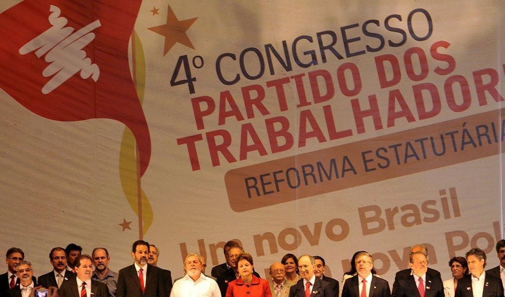 presidenta Dilma Roussef e ex-presidente Lula participam do  4º Congresso Nacional do PT começa hoje (2) e vai até domingo (4), no Centro de Convenções Brasil 21, em Brasília.O evento deve reunir 1.350 delegados que vão discutir e aprovar as alterações n