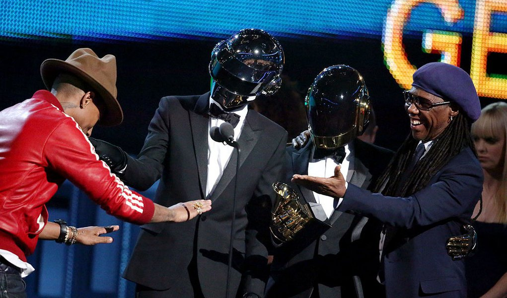 From left, Pharrell Williams, Daft Punk and Nile Rodgers accept the award for best pop/duo group performance at the 56th annual GRAMMY Awards at Staples Center on Sunday, Jan. 26, 2014, in Los Angeles. (Photo by Matt Sayles/Invision/AP)