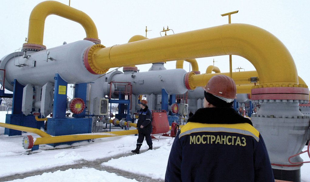 30 Dec 2005, Kursk Region, Russian Federation --- Employees at the Natural Gas Compressor Station, Mostransgaz company's facility at the cross-country gas pipeline near Kursk. The pumping station provides deliveries of Russin gas to European users via Ukr