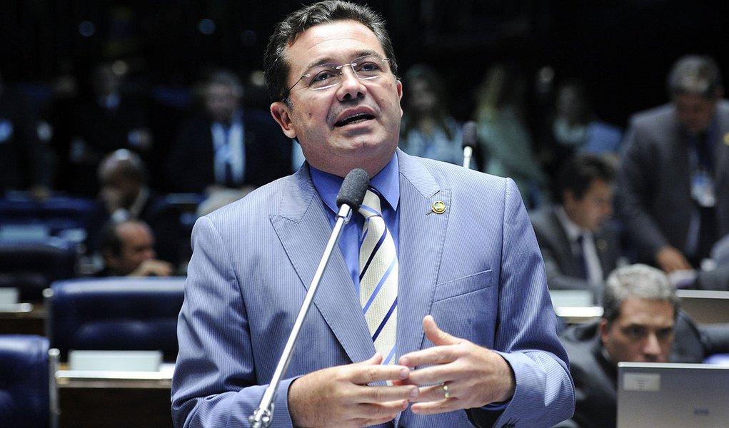 Senador Vital do Rêgo (PMDB-PB) elogia o líder do PSDB no Senado, senador Aloysio Nunes Ferreira (PSDB-SP), que foi reconduzido à Liderança do partido para atuar em 2014