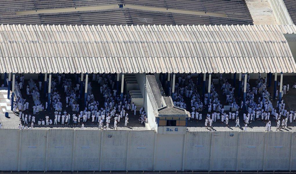 BRASILIA, DF, 20.11.2013: COMPLEXO DA PAPUDA/DF - Reeducandos no complexo penitenciário da Papuda, onde estão presos os condenados do mensalão. (Foto: Sérgio Lima/Folhapress)