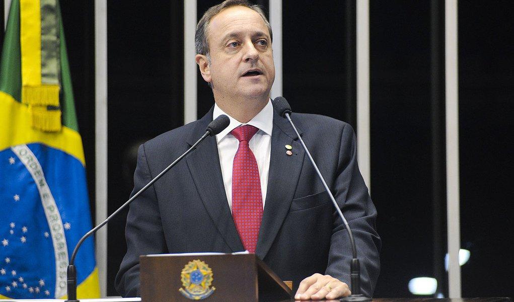 Em discurso na tribuna do plenário do Senado, deputado Vieira da Cunha.  Sessão solene em comemoração aos 190 anos do Parlamento brasileiro.