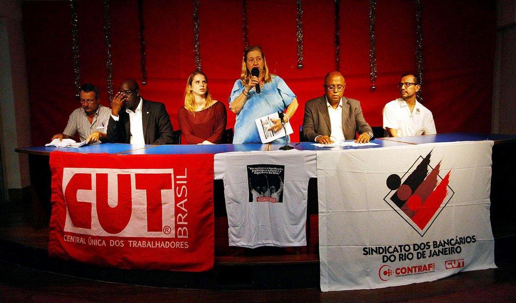 """RIO DE JANEIRO,RJ,19.12.2013:ATO/ANULAÇÃO DA AÇÃO PENAL 470/SINDICATO DOS BANCÁRIOS - Ato pela anulação da Ação Penal 470, no Sindicato dos Bancários, em protesto contra violações dos presos """"Políticos"""" a mando do Supremo Tribunal Federal (STF), no Rio de"""