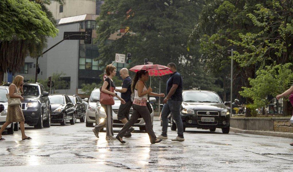 São Paulo- SP, 13/02/2014- Chuva no fim da tarde na cidade. Depois de um longo período sem chover, a cidade registra chuva na região da Avenida Paulista.
