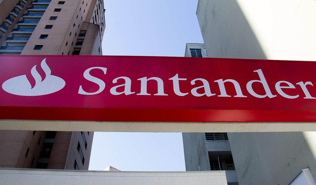 SÃO PAULO, SP, 26.07.2012:   SANTANDER BRASIL   - O Santander Brasil registrou uma queda de 5,5% no lucro do segundo trimestre em relação ao do mesmo período do ano passado, para R$ 1,46 bilhão. No semestre, o lucro ficou em R$ 3,2 bilhões, 4,3% menor qu