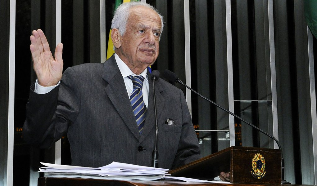 Senador Pedro Simon (PMDB-RS) diz estar confiante numa decisão do Supremo Tribunal Federal favorável ao pedido da oposição para que a CPI da Petrobras apure somente denúncias contra a estatal