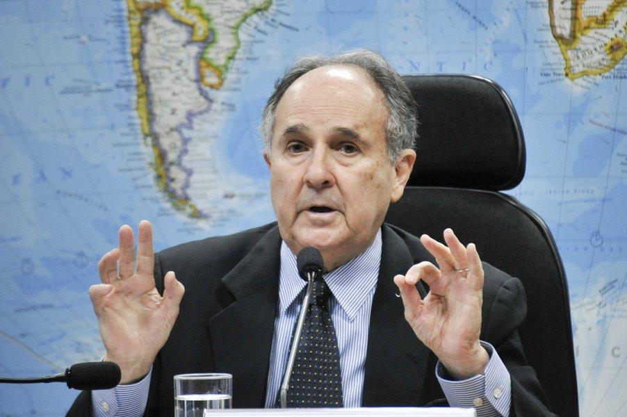 Senador Cristovam Buarque (PDT-DF) durante audiência pública que instrui a Sugestão (SUG) 8/14, de sua relatoria, que trata da regulamentação do uso da maconha