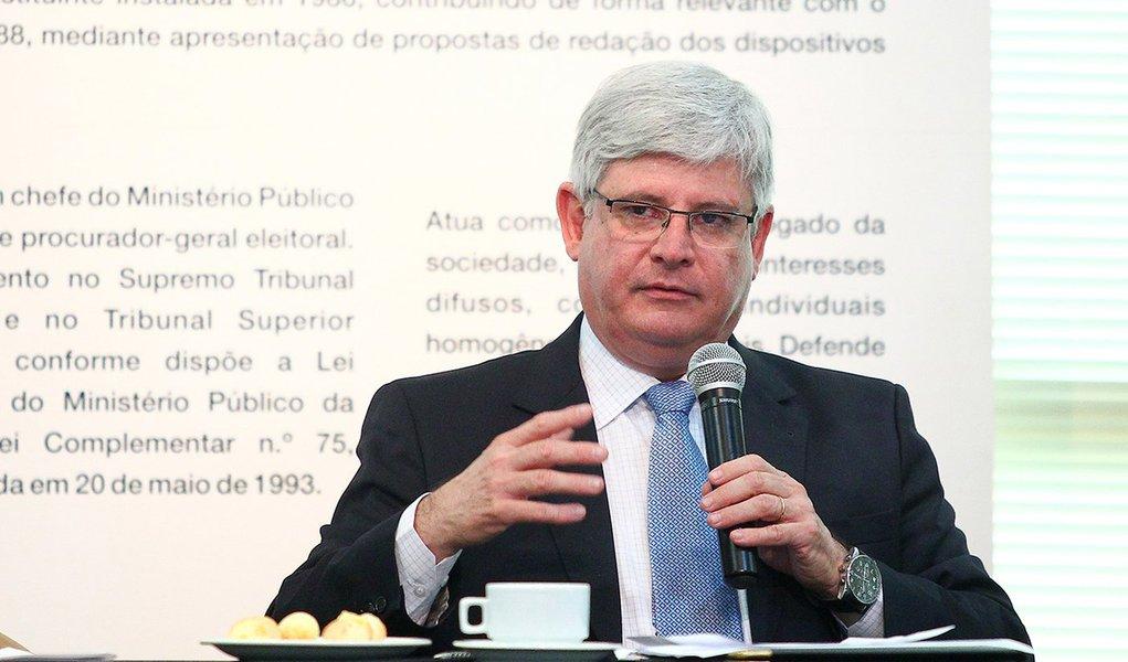 BRASÍLIA, DF - 18.12.2013: JANOT/BALANÇO/PGR/DF - O procurador-geral da República, Rodrigo Janot, conversa com jornalistas e faz um balanço sobre o ano na Procuradoria. (Foto: Pedro Ladeira/Folhapress)