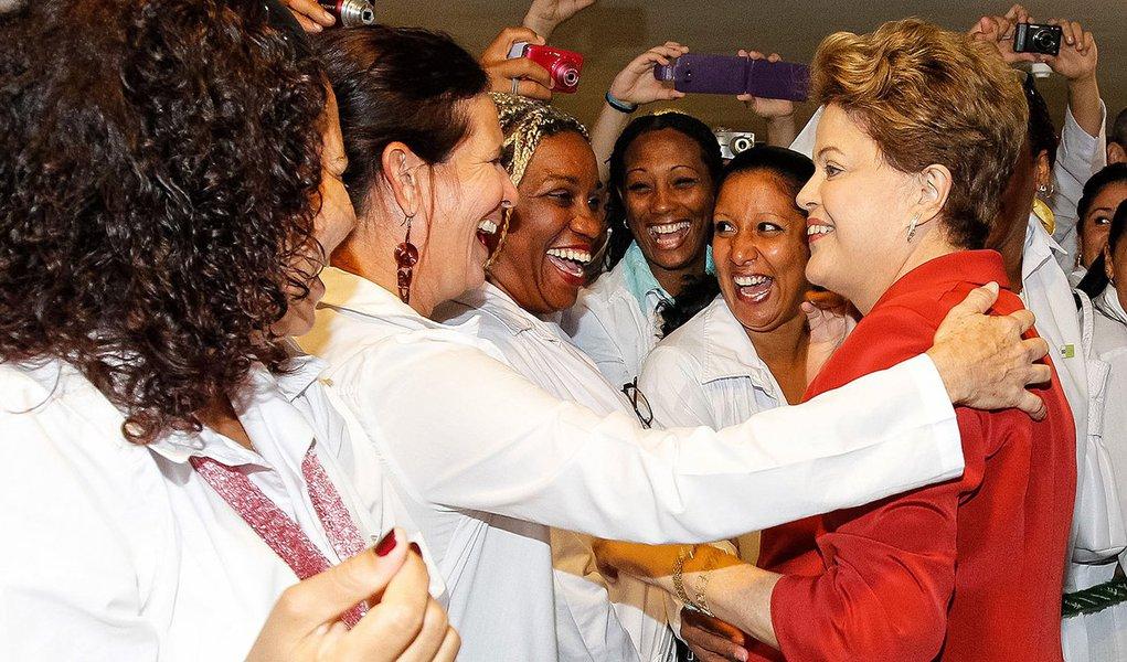 Brasília - DF, 22/10/2013. Presidenta Dilma Rousseff durante sanção da lei que institui o Programa Mais Médicos. Foto: Roberto Stuckert Filho/PR.
