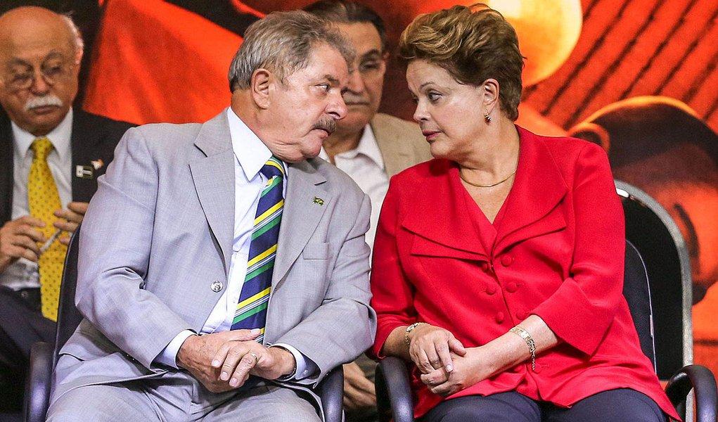 SÃO PAULO, SP, 20.02.2013: PT/10 ANOS NO PODER -  -  Lula, a presidente Dilma Rousseff , o presidente do PT, Rui Falcão, e membros do partido participam de ato de comemoração dos 33 anos do PT e dos dez anos da sigla à frente do governo federal na noite d