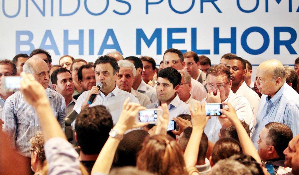 Senador Aécio Neves, presidente nacional do PSDB discursa no lançamento das pré-candidaturas da chapa de oposição na Bahia. Ao seu lado, Paulo Souto, ACM Neto e Geddel Vieira Lima. Salvador, 14/04/2014 – Foto Orlando Brito