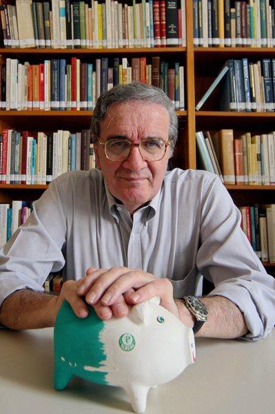 Colunista aposta em Beluzzo no lugar de Mantega