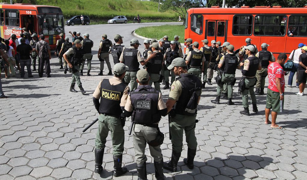 Governo endurece contra greve de ônibus no Recife