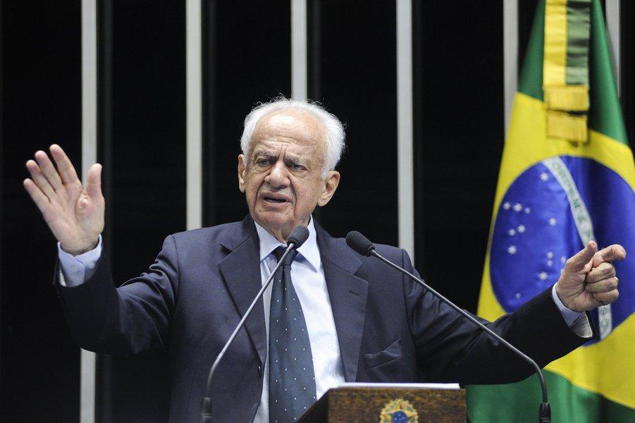 Brasileiros não aceitam mais corrupção, diz Simon