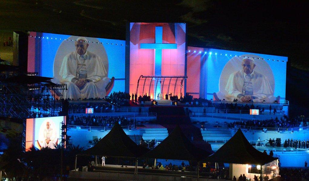 O papa político: Francisco diz que Jesus se une aos que perderam fé na política