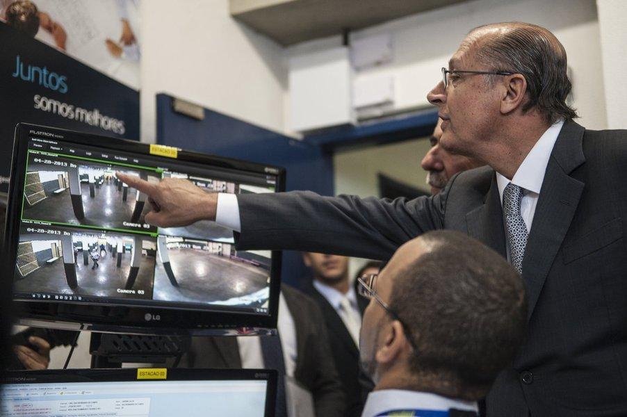 Governo de SP expande monitoramento em escolas