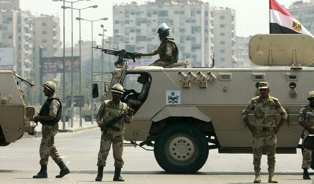 Árabes dão US$ 8 bi ao Exército do Egito