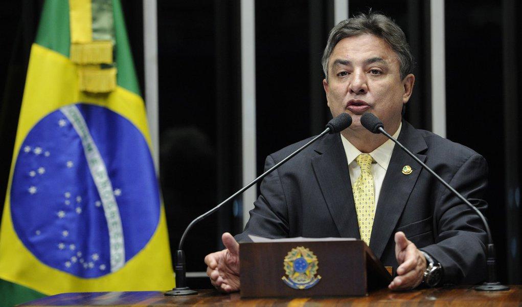 Senador Zeze Perrella (PDT-MG) nega qualquer envolvimento de seu filho, o deputado estadual Gustavo Perrela (SDD-MG), com o transporte de quase meia tonelada de cocaína apreendida em helicóptero da família Perrela no último domingo