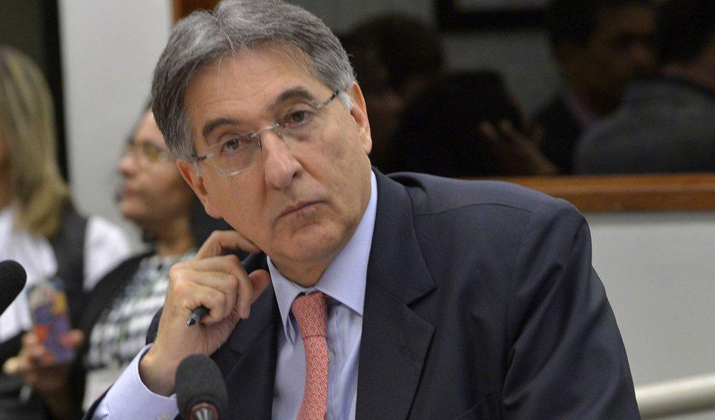 Ministro do Desenvolvimento, Industria e Comércio Exterior, Fernando Pimentel participa de audiência pública nas comissões de Desenvolvimento de Agricultura e de Relaçoes exteriores da Câmara dos Deputados.