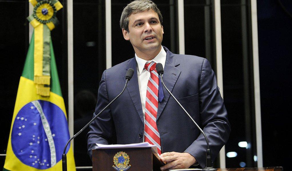 Senador Lindbergh Farias (PT-RJ) discursa durante sessão especial destinada a comemorar o Dia Internacional da Síndrome de Down