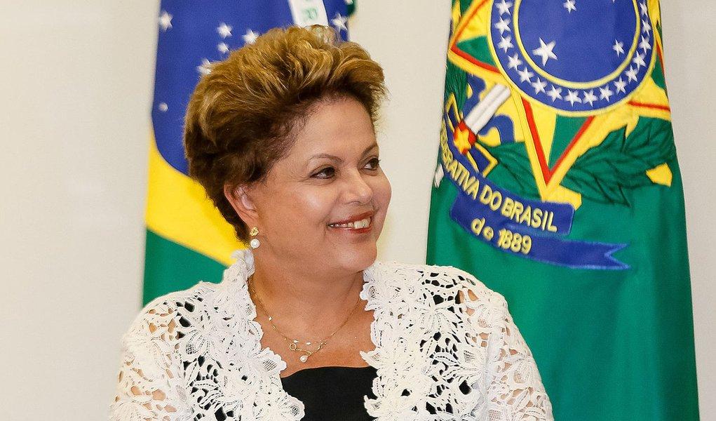 Brasília - DF, 12/03/2014. Presidenta Dilma Rousseff durante assinatura dos contratos de concessão das rodovias BR 163-MT, BR 163-MS e BR 040-DF, GO e MG. Foto: Roberto Stuckert Filho/PR