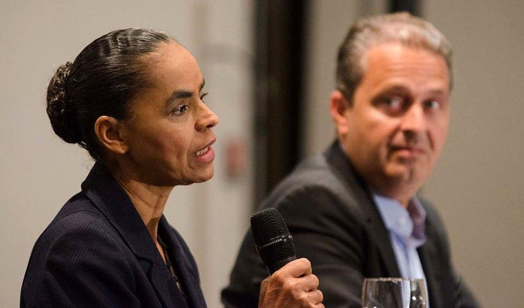 Marina Silva, ao lado de Campos, em coletiva de imprensa