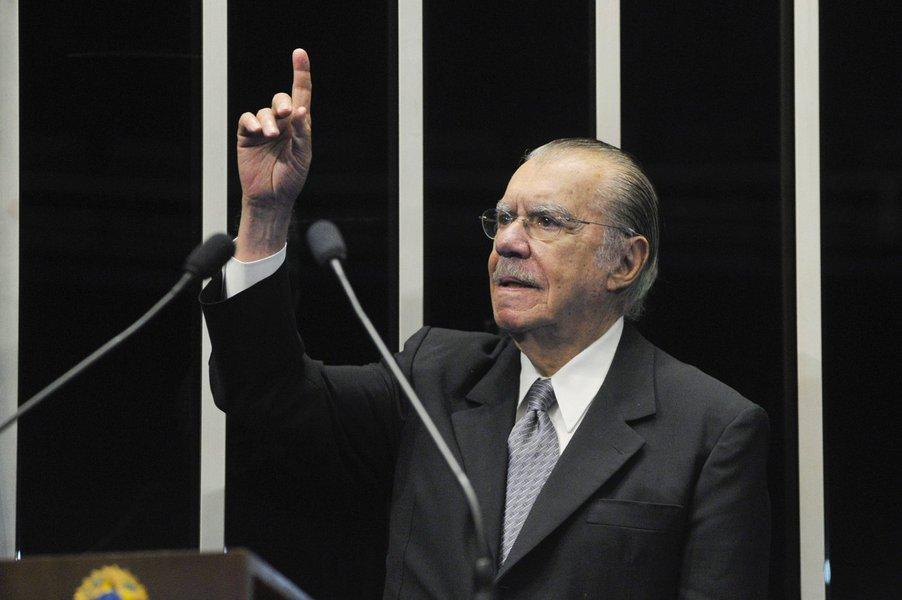 Brasil corre risco de 'politização da Justiça', diz Sarney