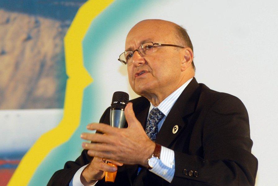 Maílson, 80% ao mês, critica inflação de Dilma