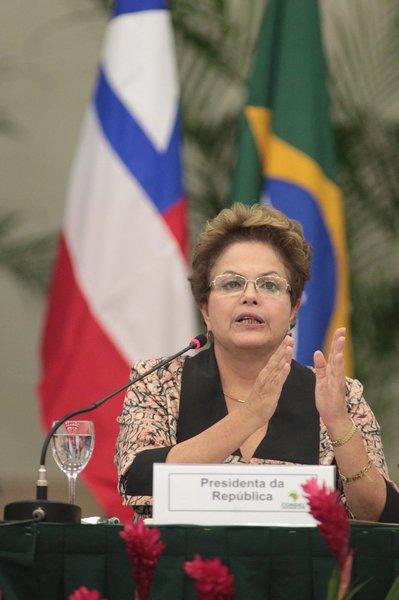 """Dilma diz que """"governo foi pego de surpresa pela seca"""""""