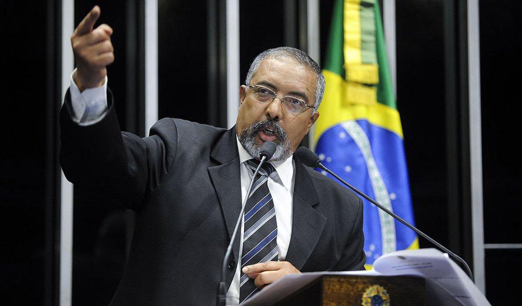 Senador Paulo Paim (PT-RS) lamenta que, mais uma vez, tenha sido adiada a votação do projeto de lei que muda o índice de correção das dívidas dos estados e municípios
