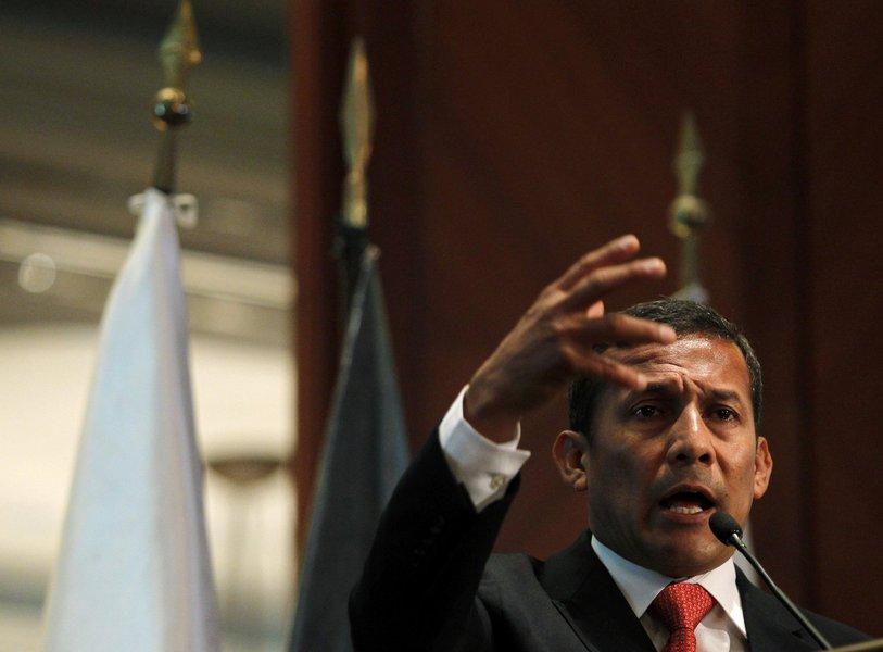 Ex-presidente do Peru alega perseguição e estuda pedir asilo